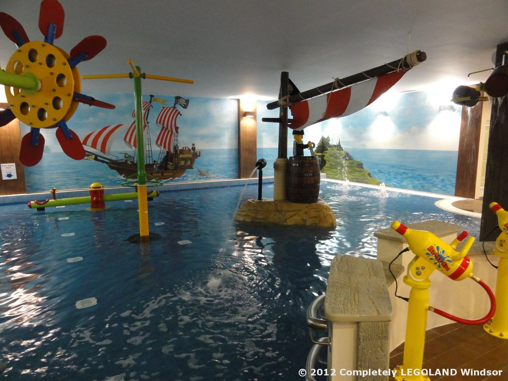 The gallery for legoland hotel swimming pool for Hotels near legoland with swimming pool